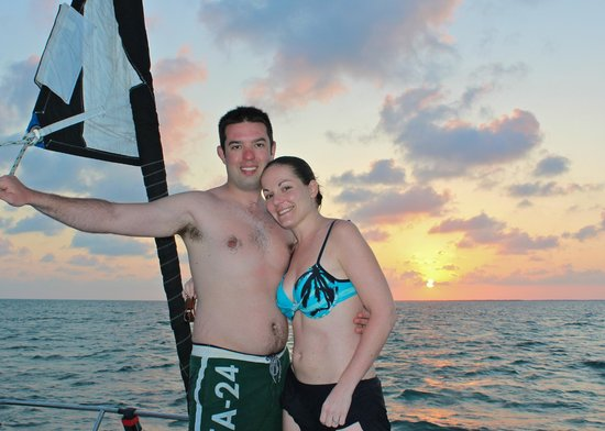 Catamaran Belize: Best way to enjoy the sunset and the island!