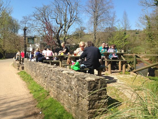 The Watermans Arms: Outdoor Sitting