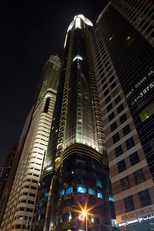 Rose Rayhaan by Rotana: hotel by night