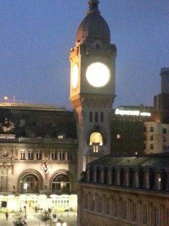 Hotel Terminus Lyon: часы
