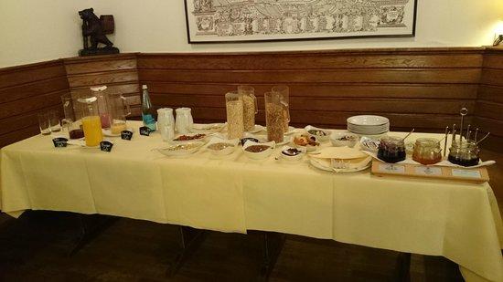 Hotel Zum Roten Bären: Desayuno buffet - variedad de cerreales