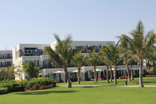 JA Palm Tree Court: Вид на наш корпус