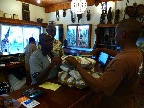 Utamaduni Craft Centre: Utamaduni staff readying our purchased goods