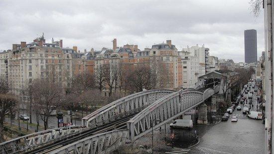 Best Western Hôtel Eiffel Cambronne : aqui vc consegue visualizar a avenida grenelle completa
