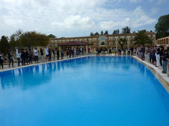 Messonghi Beach Resort: Jeu apéritifautour d'une des piscine