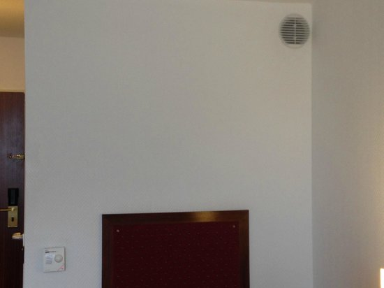KING's HOTEL Center: Air Unit in the room