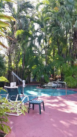 Westwinds Inn: pool area direction breakfast area