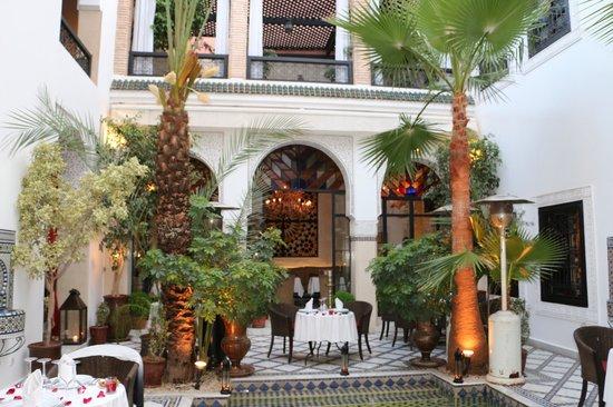 Restaurant Riad Monceau : Une table au bord de l'eau...