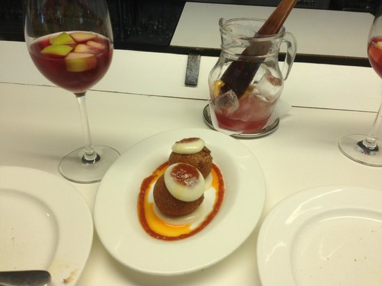 Tapeo: bombeta with sangria