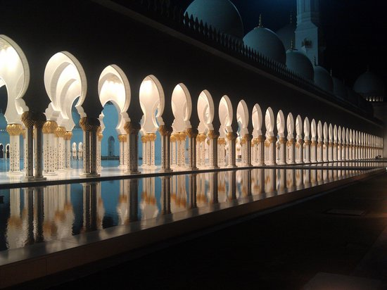 Mosquée Cheikh Zayed : вечером мечеть будто парит над землей