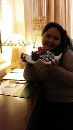 Banana Inn Hotel & Spa: Bday girl happy with the cake