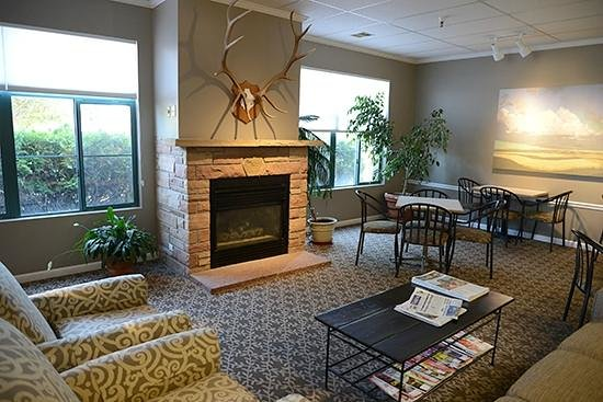 Great Falls Inn by Riversage: Enjoy a warm fire in our comfortable lobby.
