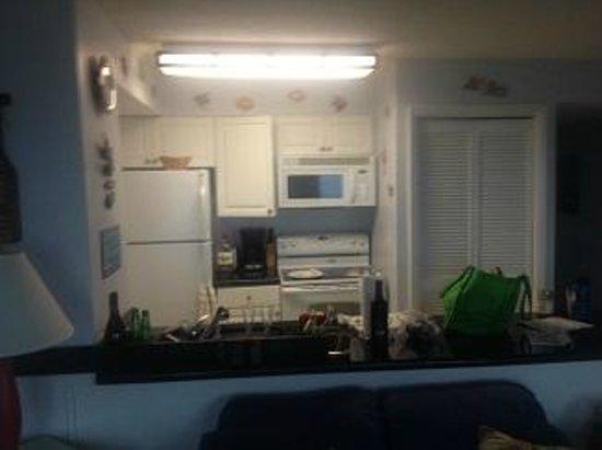 Ocean Pointe Suites at Key Largo: kitchen area