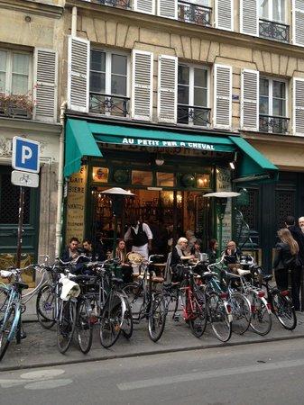 Le Marais: Nice cafe / bar we visited
