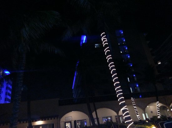 Ocean Sky Hotel & Resort: hotel at night