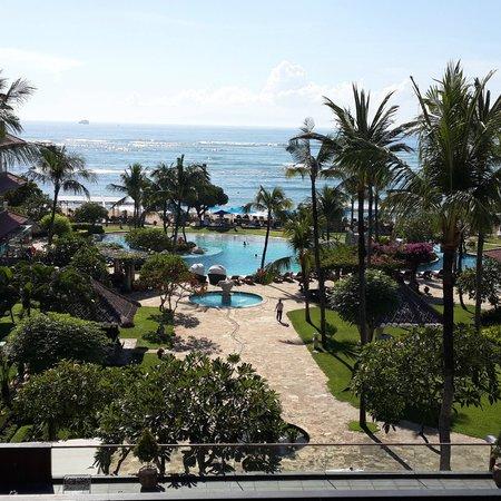 Grand Aston Bali Beach Resort : piscina e spiaggia