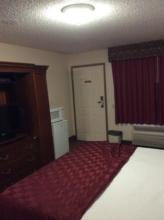 Rodeway Inn Barstow: View across bed to entrance to room.  Microwave and refrigerator on left.