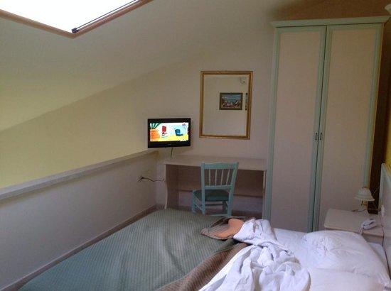 La Fortezza Hotel Residence: stanza matrimoniale