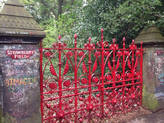 """Beatles Magical Mystery Tour : Strawberry Fields Forever! """"Nothin to get hung about"""""""