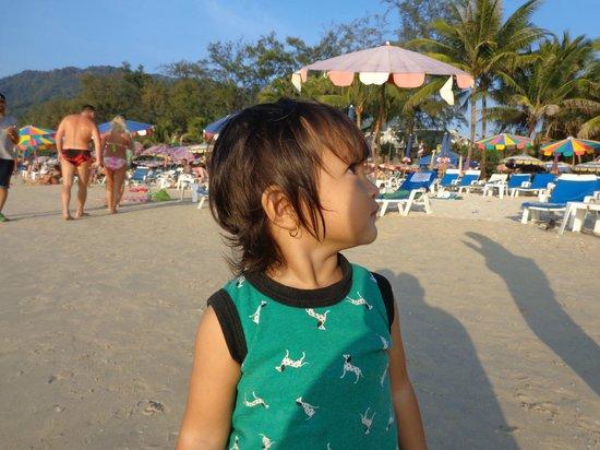 ibis Phuket Patong: Suasana Pantai