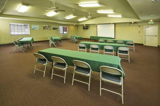 Super 8 McCall: Meeting Room
