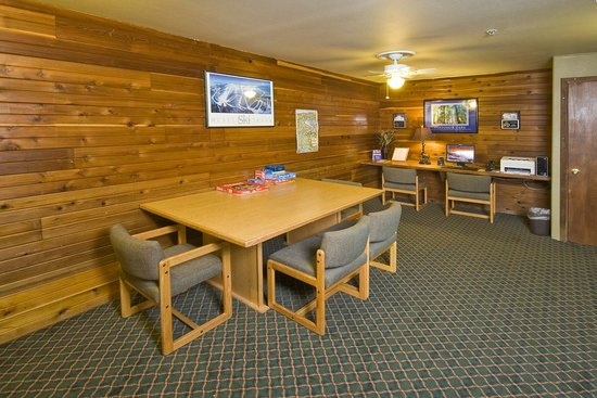 Super 8 McCall : Guest Game Room Area
