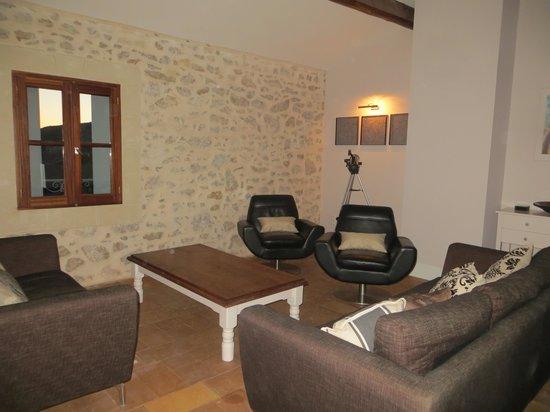 Maison Dix: Guest lounge