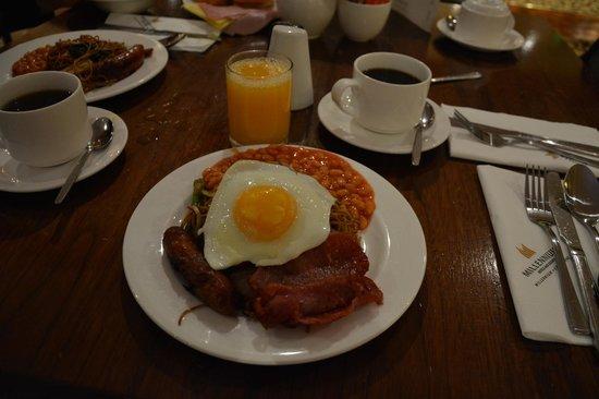Copthorne Tara Hotel London Kensington: Mi frugal desayuno inglés