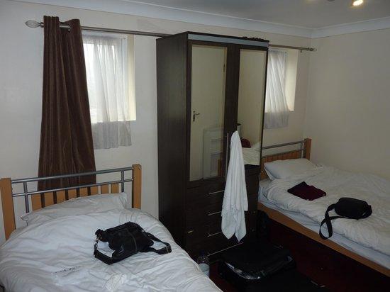 Saba Hotel London: ROOM 1