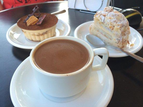 La Casa del Chocolate: Postres deliciosos y excelente atención, pasamos una tarde muy agradable y disfrutamos de los ri