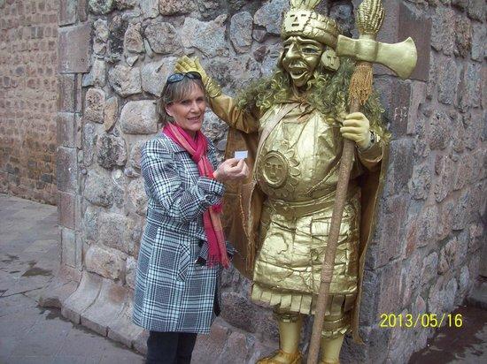 La Posada del Viajero: estatua viva em cuzco