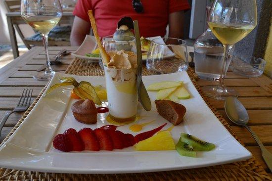 Chez Philippe: Moelleux à la châtaigne et sa crème et sorbet au chocolat