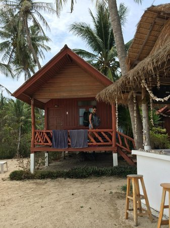 Morning Star Resort: Our beach view bungalow