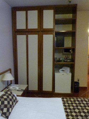 Hotel Rondônia Palace: armário e frigobar