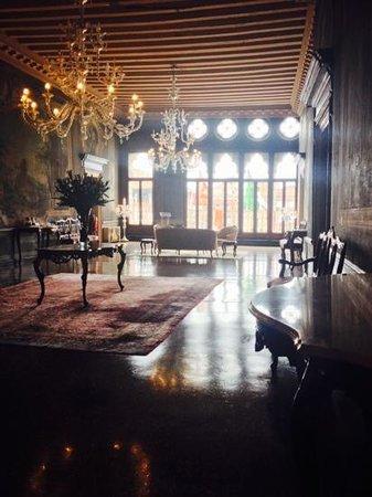 Ca' Sagredo Hotel: hallway.