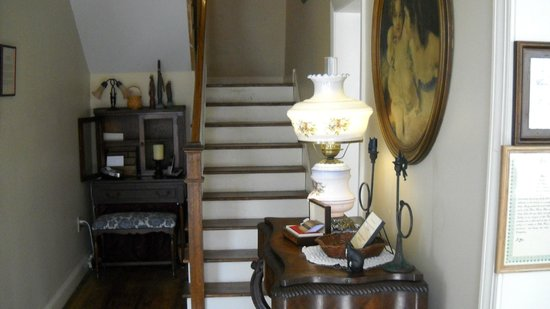 Tillie Pierce House Inn : Stairs to rooms