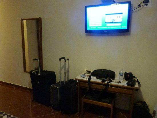 Hotel Rondônia Palace: espelho, tv de lcd com canais a cabo