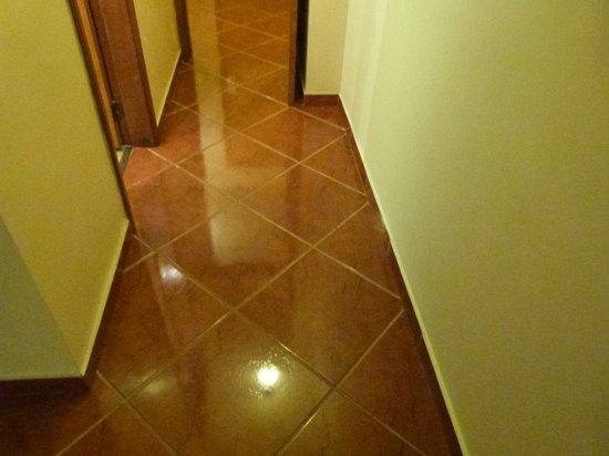 Hotel Rondônia Palace: corredor do quarto