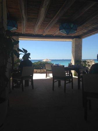 Viceroy Riviera Maya: Breakfast by the beach