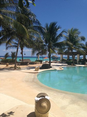 Viceroy Riviera Maya: Beautiful view of pool and beach