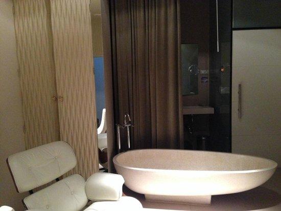 Hotel Abalu: bathroom