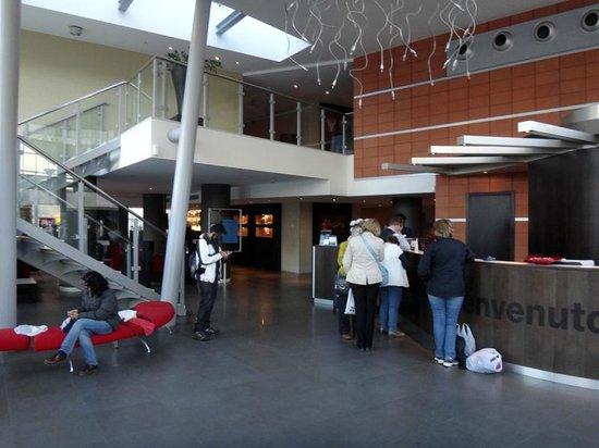 NH Padova: Reception area