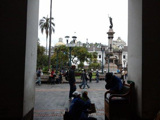 Plaza de la Independencia (Plaza Grande) : shoe shine