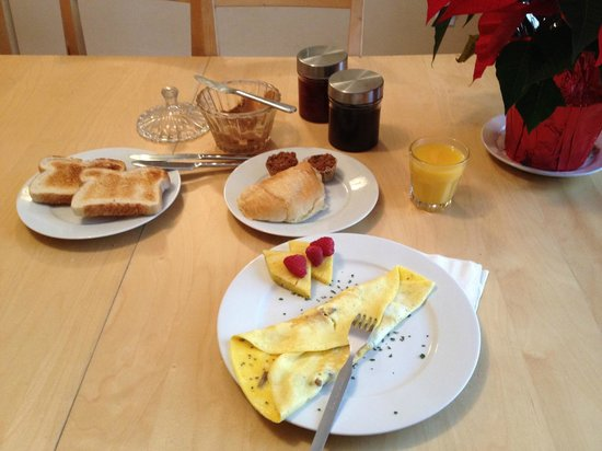 Le Chasseur B&B : Breakfast/Omelete made by request
