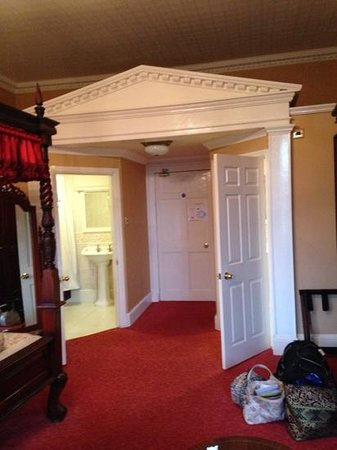 Old Rectory Hotel: seperate bathroom on left,toilet room on right