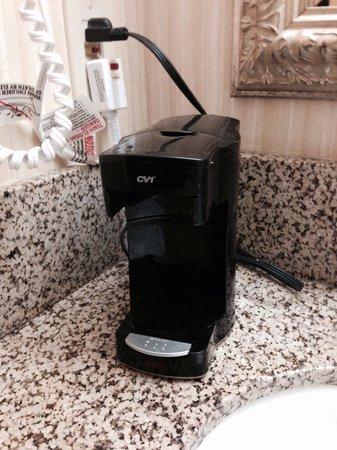 Holiday Inn Great Falls: Coffee maker missing basket :(