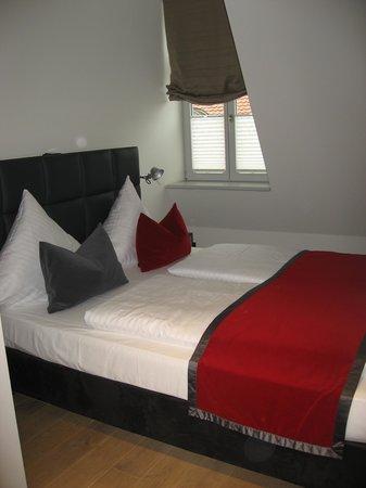 Gideon Hotel: enge Zimmer durch Dachschrägen