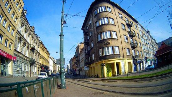 BlueBells Apartments : L'HOTEL E' QUELLO GRIGIO A DESTRA