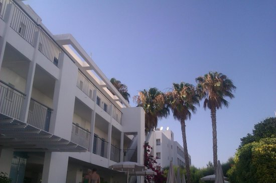 Nissi Park Hotel : View from sunlounger