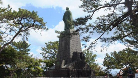 Ryoma Sakamoto Bronze Statue: 坂本龍馬銅像 (後姿)